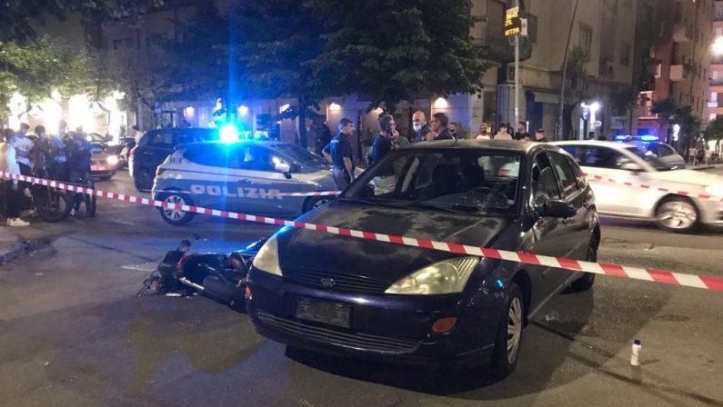 Incidente stradale, scooter contro auto: due giovani feriti a Cosenza