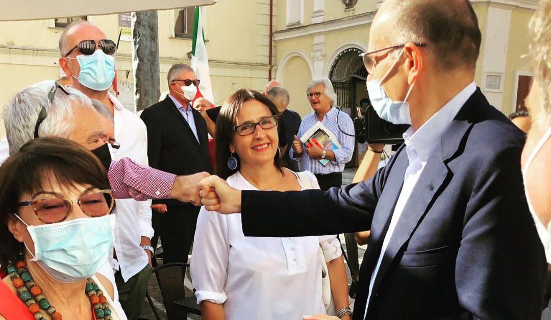 Il segretario nazionale del Pd Enrico Letta stamattina in Calabria con Amalia Bruni (a sinistra)