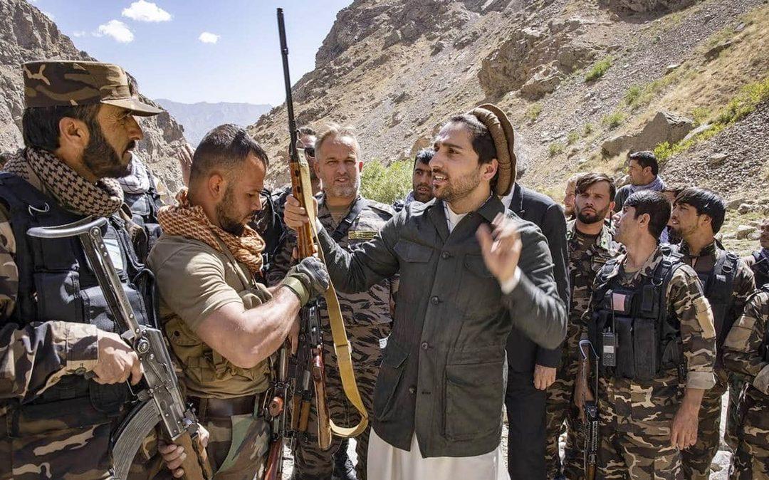 """Ahmad Massud (al centro), figlio del Comandante Massud, il leggendario """"leone del Panshir"""""""