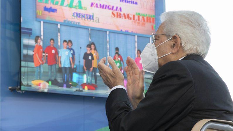 Mattarella: «La scuola è ossigeno per la società»