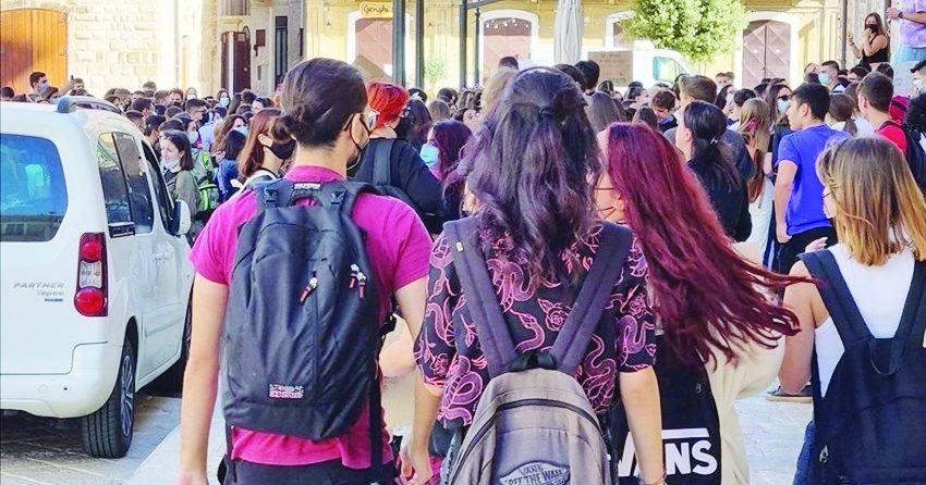 No ai doppi turni, a Bari studenti in piazza