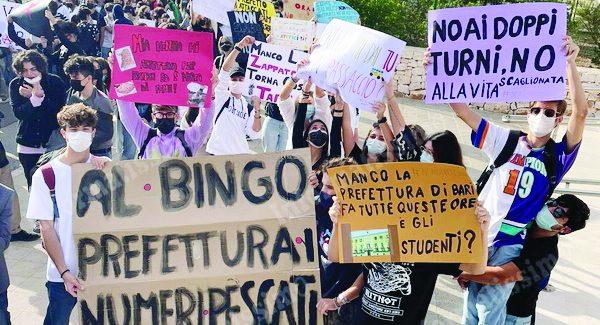 Doppi turni, nel Barese studenti in sciopero