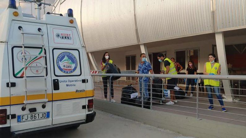 Solidarietà, indumenti e prodotti per l'igiene raccolti da Protezione civile e Lions per gli afghani in Calabria