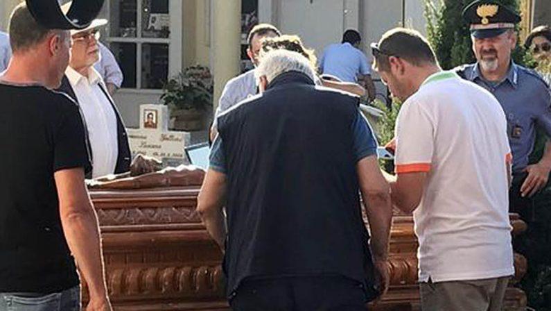 Il mistero dietro la morte di Bergamini: Per la Procura il calciatore fu soffocato