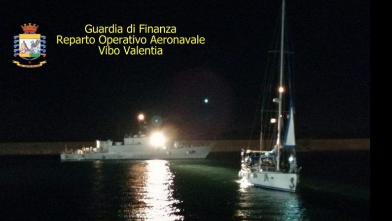 Nuovo sbarco di migranti sulle coste crotonesi, in 75 su una barca a vela