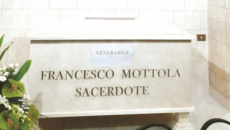 I resti mortali di don Mottola tornano nella cattedrale di Tropea