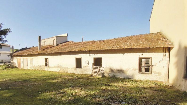 Campo di Ferramonti, memoria a rischio: potrebbe crollare una delle baracche