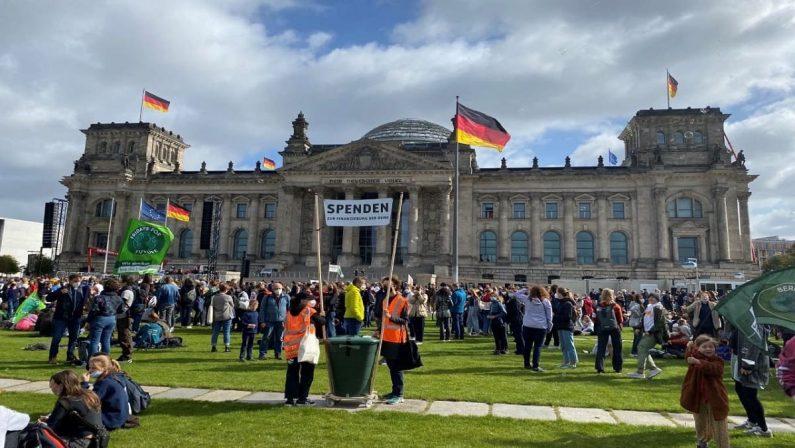 Germania, voto all'italiana: si va verso il pareggio. Ma Spd e Cdu non potranno governare da sole