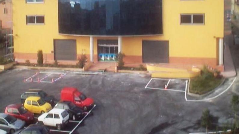 Danneggia le auto parcheggiate al centro commerciale di Trebisacce, arrestato