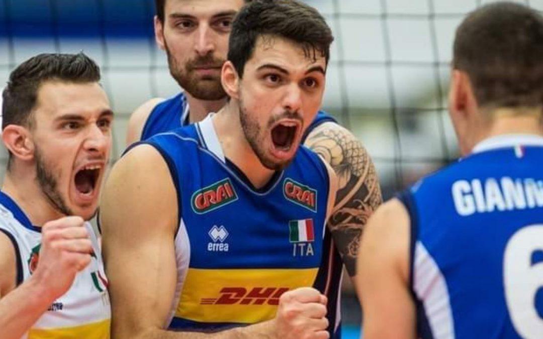 Daniele Lavia esulta con la maglia della Nazionale