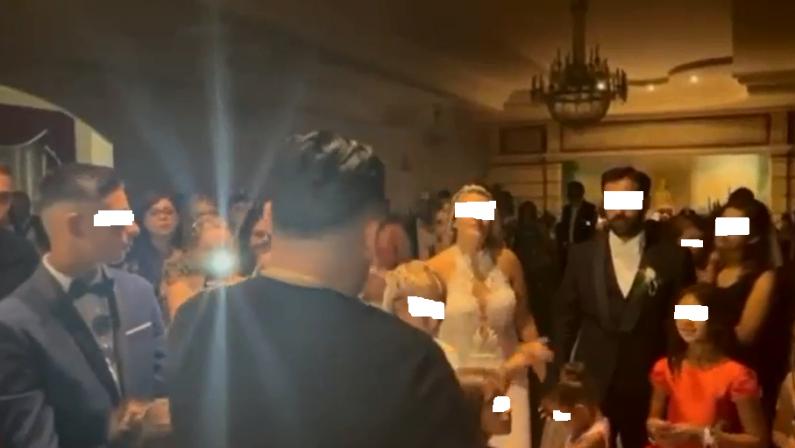 L'omaggio del cantante Daniele De Martino al matrimonio della figlia del narcotrafficante calabrese - VIDEO
