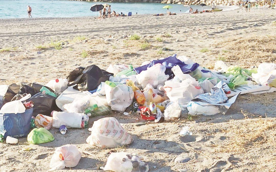 Uno dei cumuli di rifiuti al centro delle polemiche