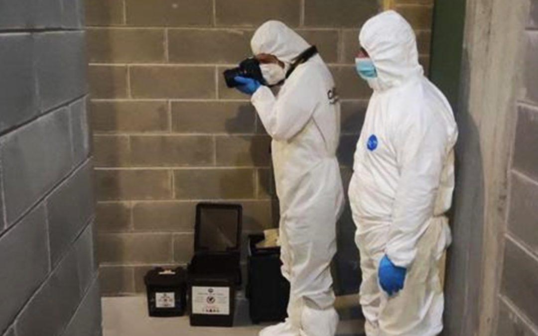 La scientifica dei carabinieri sul luogo del delitto