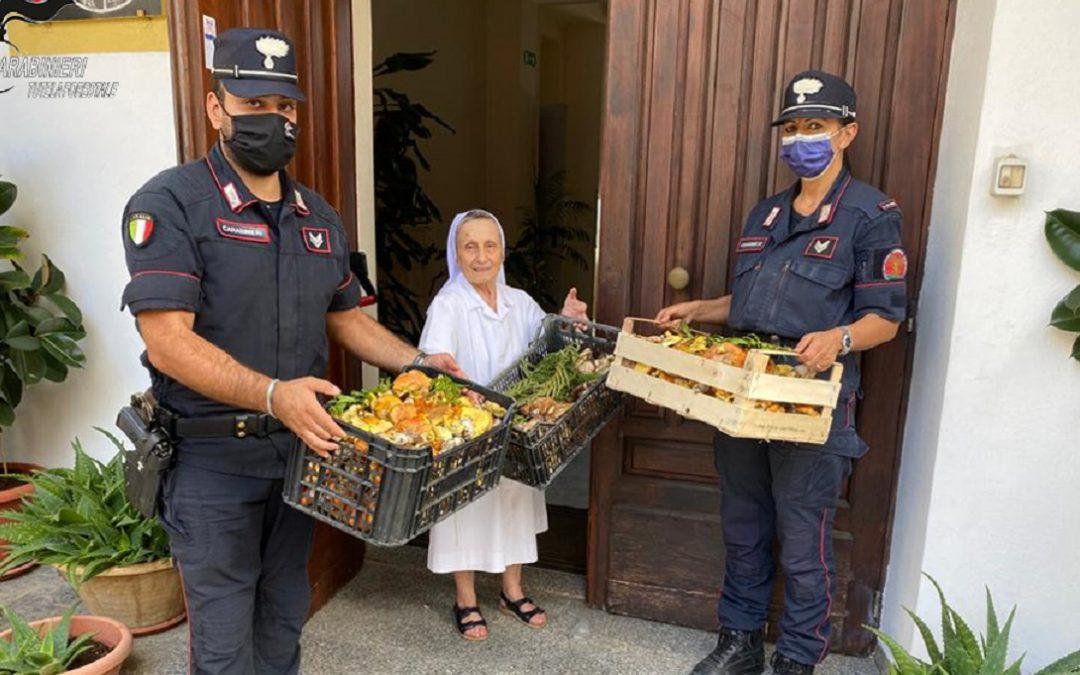 La donazione dei funghi da parte dei carabinieri