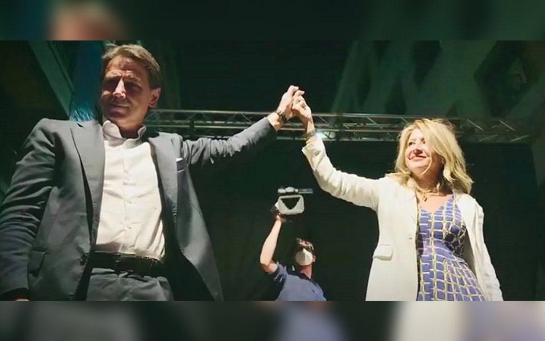 Bianca Rende con Giuseppe Conte in campagna elettorale a Cosenza