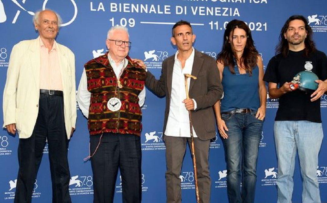Michelangelo Frammartino insieme agli speleologi a Venezia