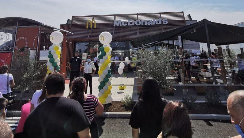 McDonald's a Corigliano Rossano, lunghe code per un panino dopo quelle per i tamponi