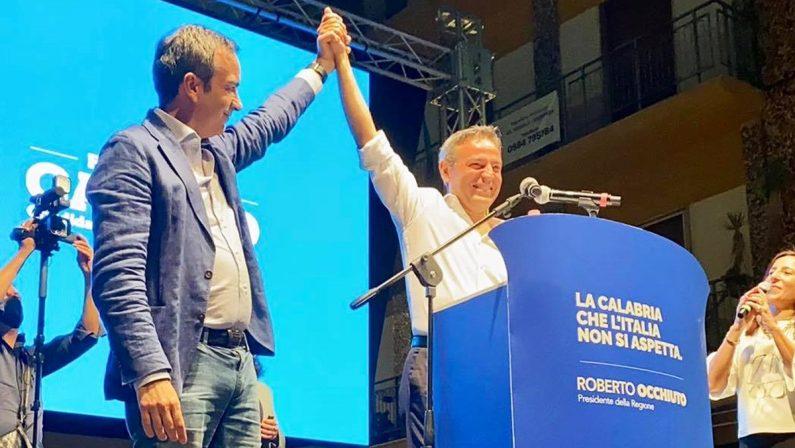 A Cosenza la destra si prende la piazza, Occhiuto: «Il modello di Mario per la Calabria»