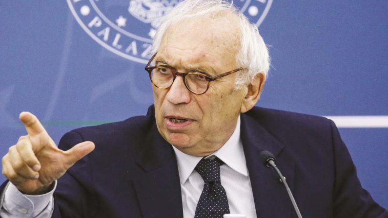 Il ministro Bianchi: «Da lunedì tutti i prof in cattedra. Alla scuola servono sette riforme»