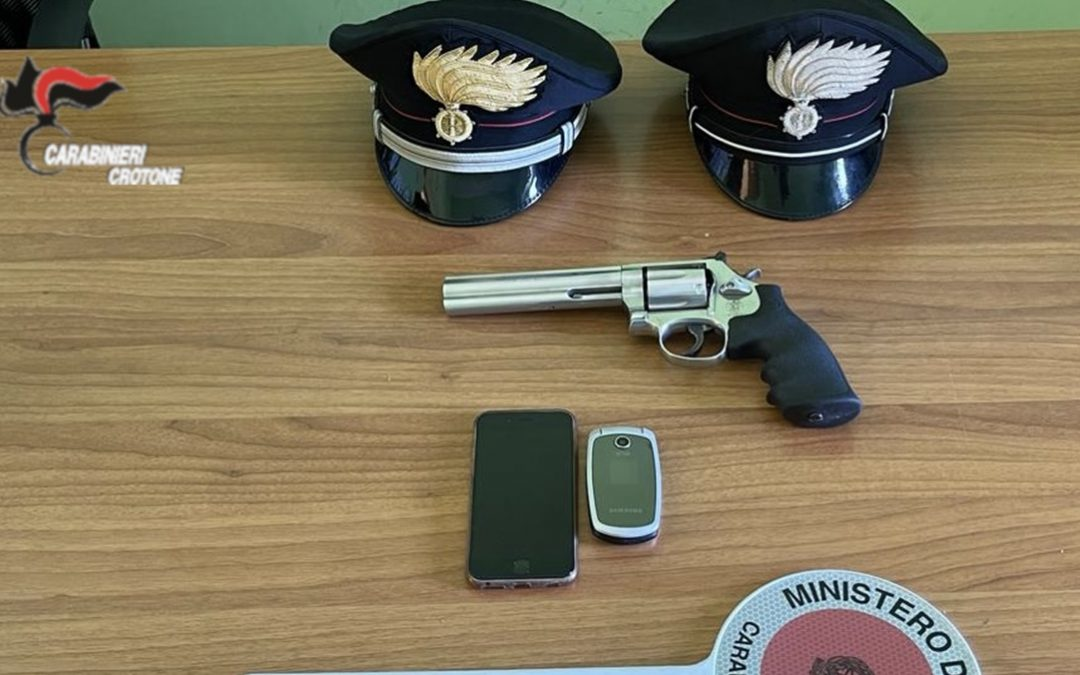 La pistola rinvenuta a Cirò Marina