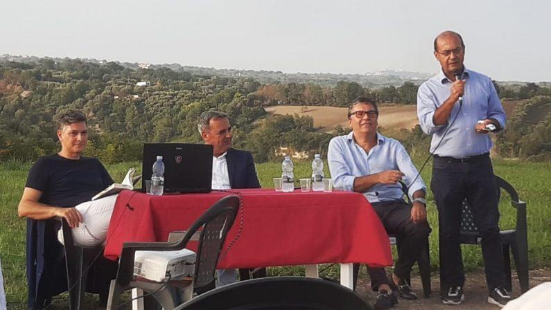 """""""È tempo di felicità"""", la Calabria e l'amore nell'ultimo romanzo di Domenico Sorace"""