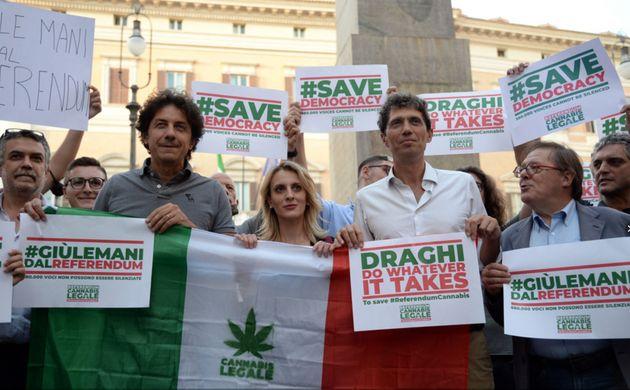 Referendum sulla cannabis, un mese di proroga per completare l'iter