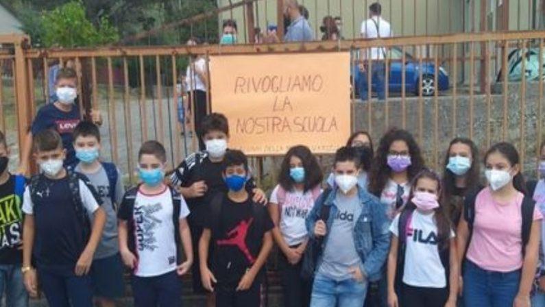 Scuola, alunni trasferiti nel Cosentino: la protesta dei genitori