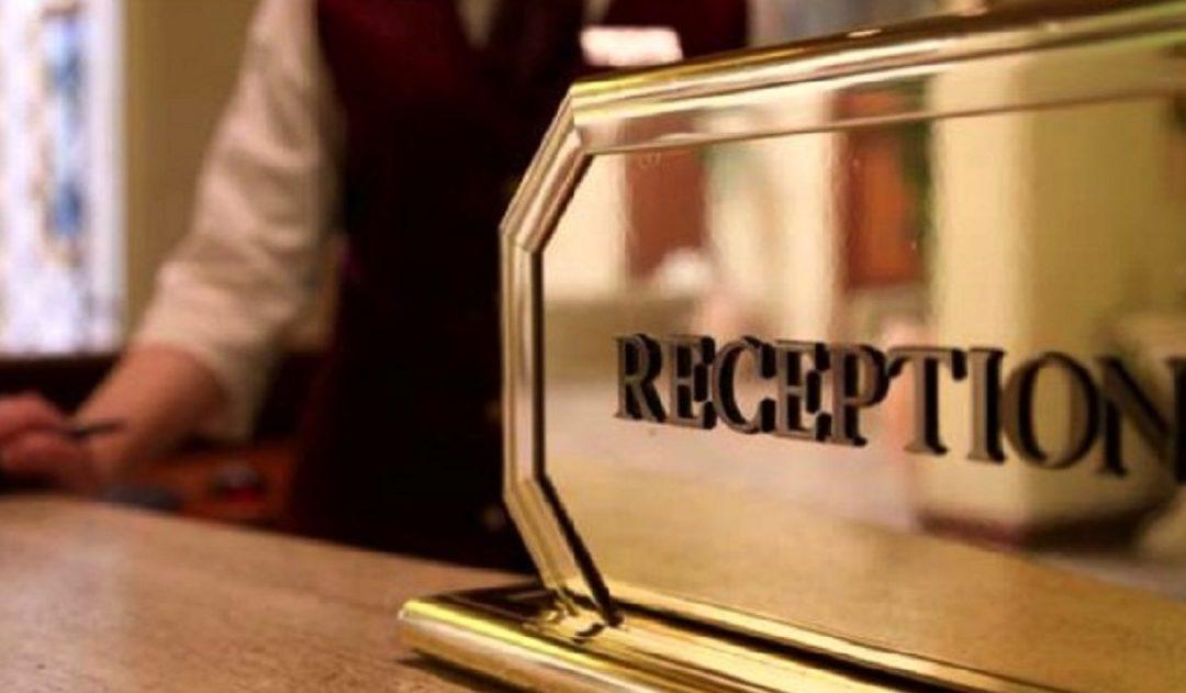 La reception di un hotel