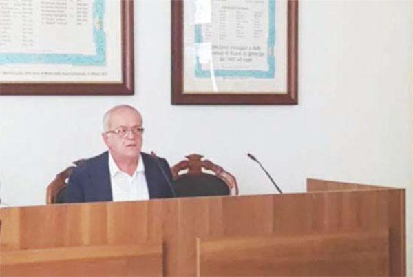 Abusivismo, sindaco si dimette