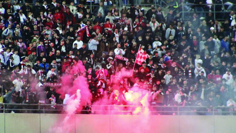 Bari - Foggia, il derby finisce in parità. Vincono i 20 mila tifosi