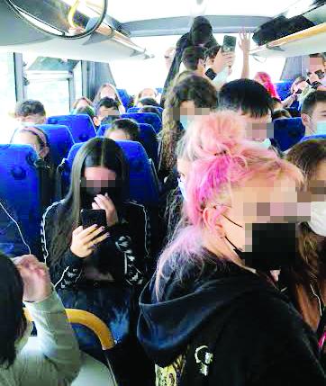 L'immagine eloquente del viaggio in bus degli studenti dai comuni della Bat a Corato