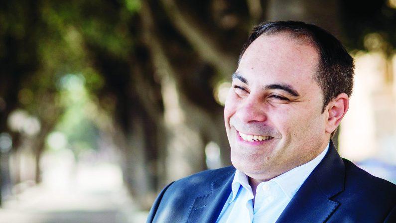 Taranto, il sindaco Mellucci ha presentato la nuova Giunta assieme a Emiliano