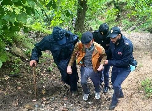 Si allontana da casa e non riesce a rientrare, 85enne salvato dalla polizia a Catanzaro