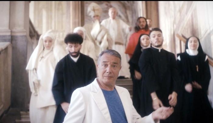 L'artista Federico Salvatore ricoverato in ospedale per un'emorragia cerebrale