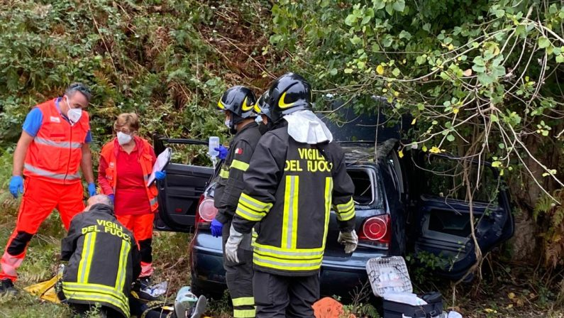 Sbanda con la sua auto nel Vibonese, donna ricoverata con diversi traumi