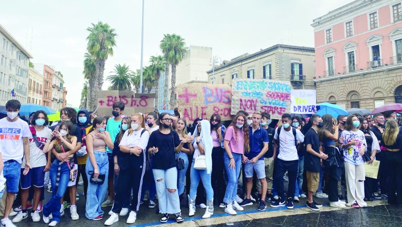 Scuola, a Bari altri sette giorni di doppio turno