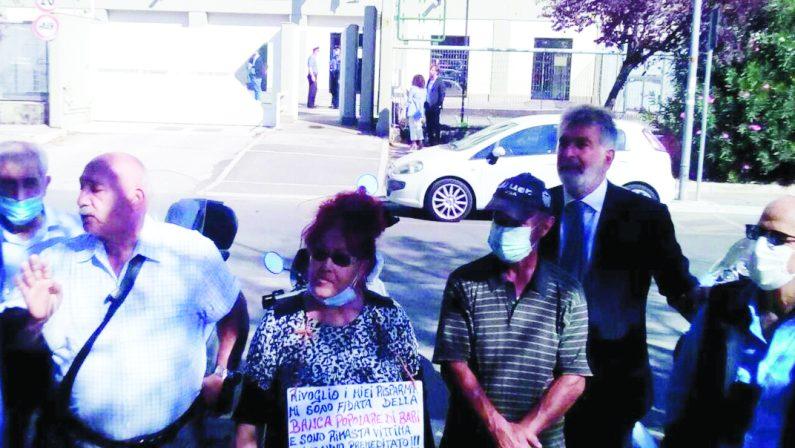 Banca popolare di Bari: ieri nuova protesta dei risparmiatori, oggi la decisione del Tribunale