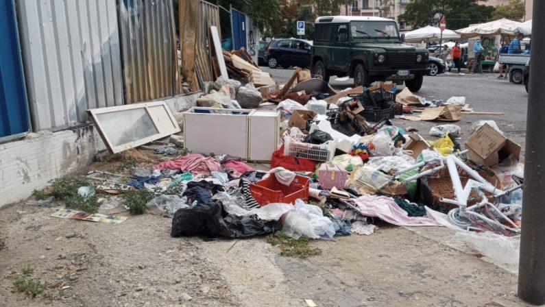 Reggio Calabria, topi morti e rifiuti in Piazza del Popolo