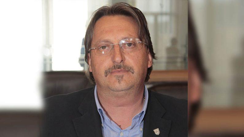 Candidato aggredito al seggio da altri candidati, scoppia il caso a Cosenza