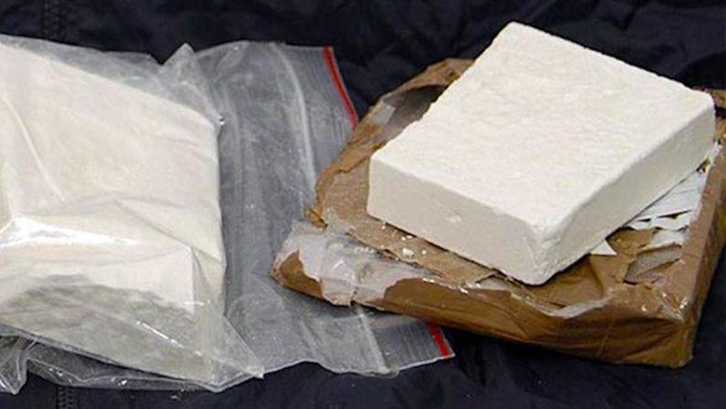 Cutro, trova tre chili di cocaina nel sottoscala della suocera emigrata