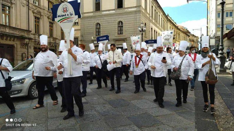 Festa nazionale del cuoco: parata di chef nel centro di Catanzaro - FOTO