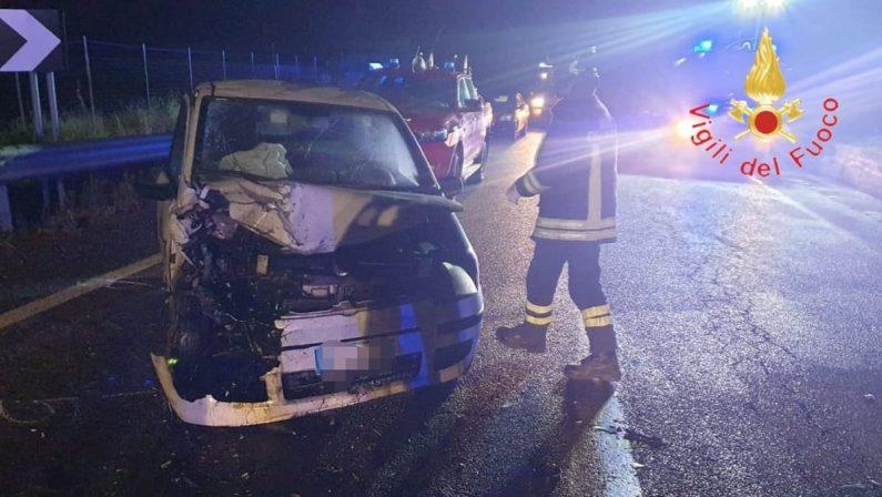 Incidente stradale sulla SS107, due feriti gravi