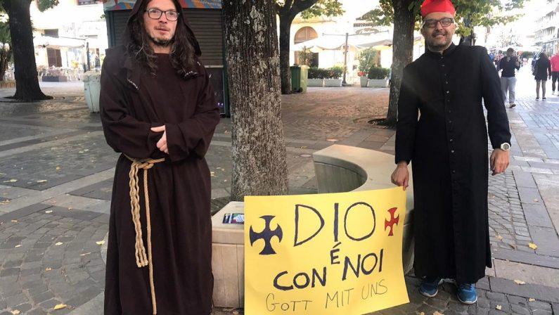 Cosenza, una cinquantina di manifestanti contro il Green pass