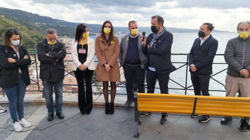 Pizzo accoglie la panchina gialla dell'endometriosi, è la seconda in Italia