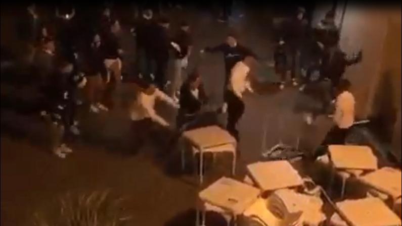 Movida violenta a Reggio Calabria: rissa sul lungomare. Falcomatà: «C'è un problema educativo» - VIDEO