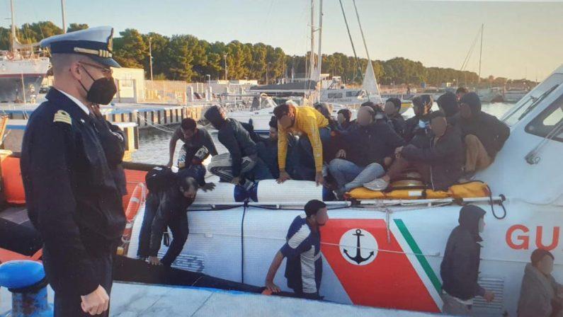 Migranti, nuovo sbarco a Roccella. Il sindaco nega la prima accoglienza per le condizioni igieniche