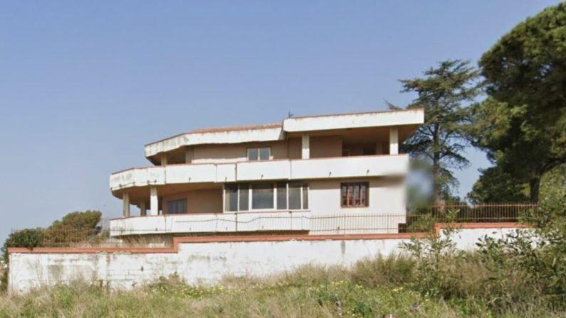 Arancia meccanica a Scalea, imprenditore sequestrato in casa e picchiato
